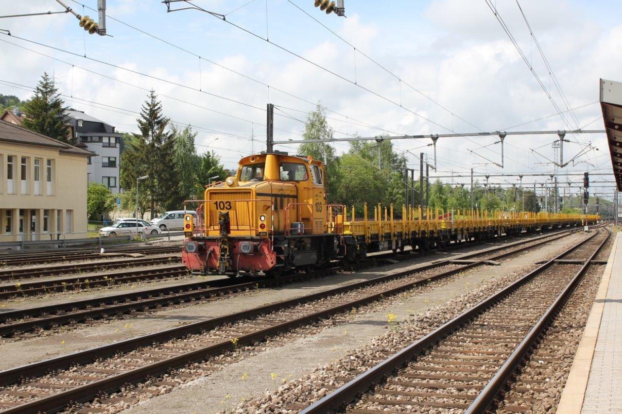 KaBe_20130524_petingen_cfl_cargo_103_rangeert_met_lege_rongenwagens