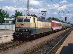 DB 181 223-9 komt aan in Trier Hbf met E 2432. Het geheel is op weg naar de Luxemburgse hoofdstad.