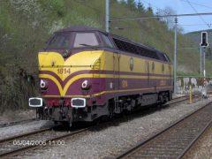 CFL 1814 staat in Kautenbach te wachten om, na aankomst van de stopper uit Wiltz, zijn weg richting Wiltz te vervolgen.