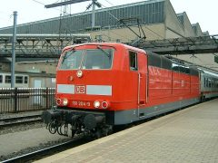 De DB 181 204-9 is met de IC naar Duitsland vanuit het depot het station binnengereden en zal straks aan de lange reis naar Noord-Duitsland beginnen.