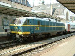 NMBS 2016 staat met een aantal Belgische dubbeldeksrijtuigen in het station.